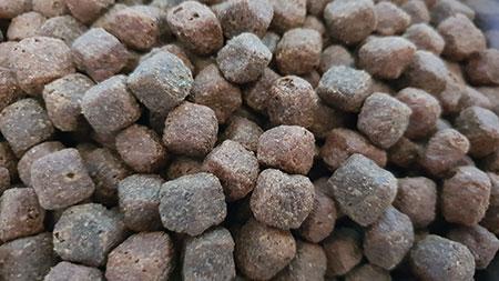 Kroketten des Wildborn Crystal Stream Trockenfutters
