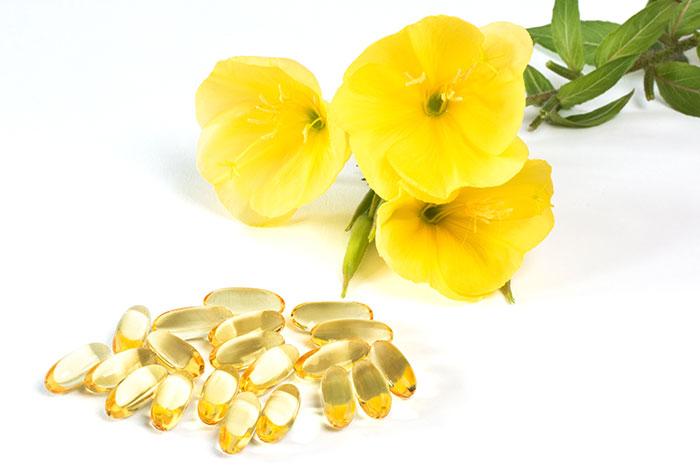 Nachtkerzen Blumen und Öl in Kapseln